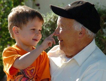 Villaviciosa celebrará el lunes el Día del Mayor con abuelos y nietos juntos