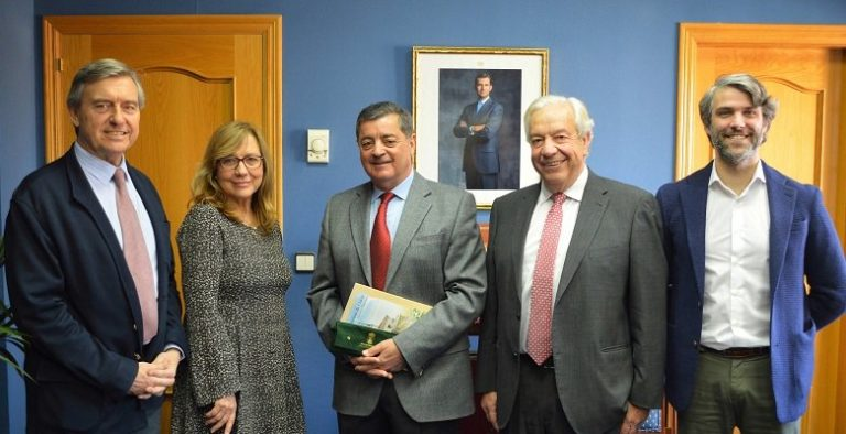 El «ex jefe» del Castillo recibe un homenaje institucional del Ayuntamiento