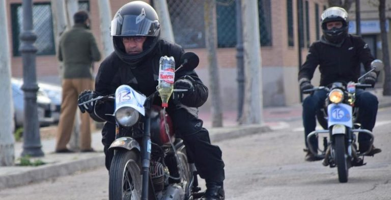 """Las motos clásicas calientan motores para participar en la """"II Prueba del litro"""""""